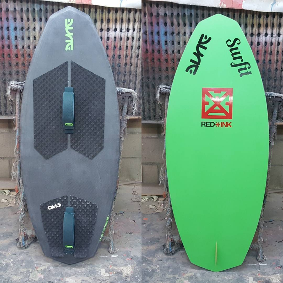 Wakesurf DL with foot straps